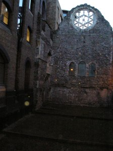 winchester palace and the rose window