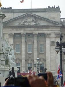 royal wedding the couple on the balcony