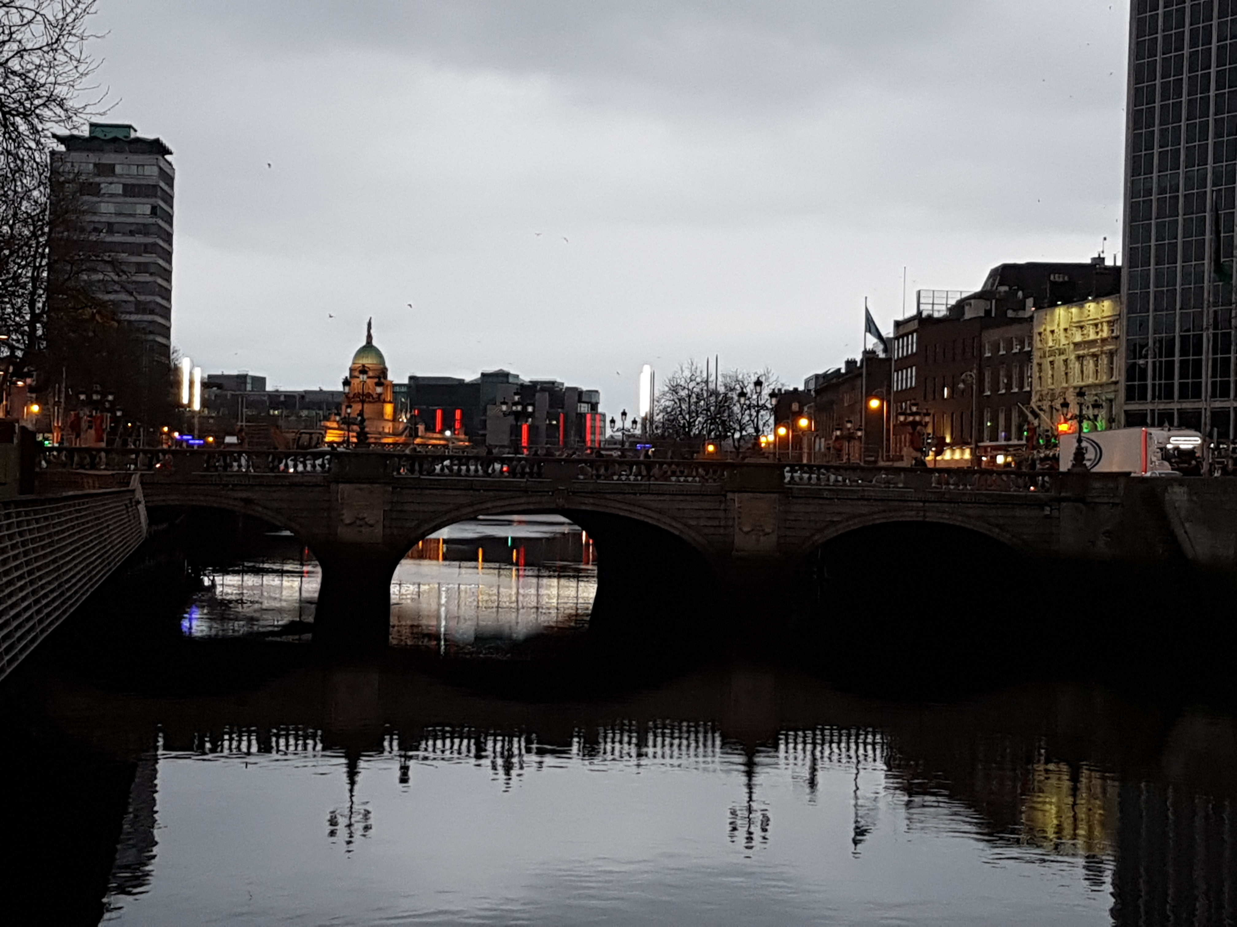 beautiful Dublin at night