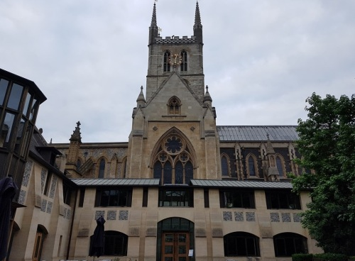 Southwark Cathedral 06;03am 09/07/2017 and just before I set off on my epic walk #inthefootstepsofChaucer to Canterbury