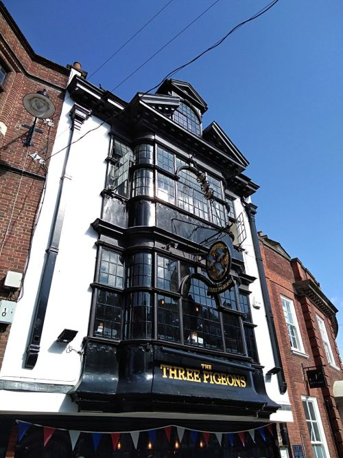 the three pigeons guildford, history of guildford, walking the pilgrims ways, long distance walks of england