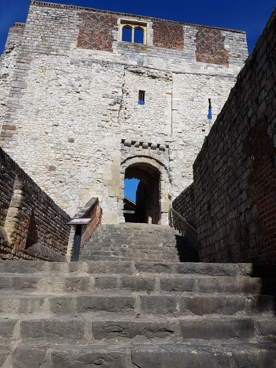 farnham castle, visit farnham castle, castles of the uk, the pilgrims way, walking the pilgrims way, long distance walks of england, women walking solo, history of england, domesday towns of england