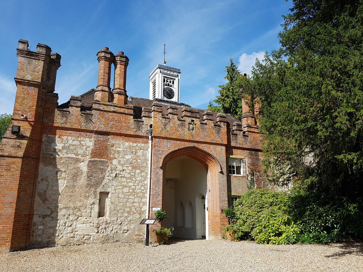 farnham castle, visit farnham castle, castles of the uk, the pilgrims way, walking the pilgrims way, long distance walks of england, women walking solo, history of england, domesday towns of england
