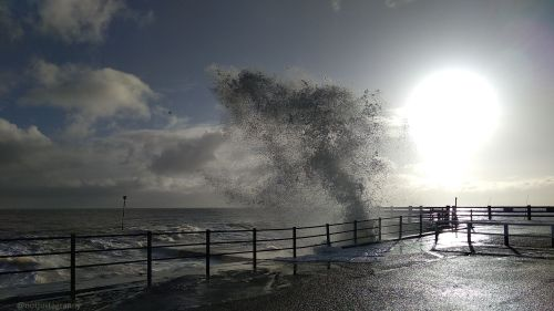 walk 1000 miles, english coast, isle of thanet, walks in england, winter waves at high tide, broadstairs harbour