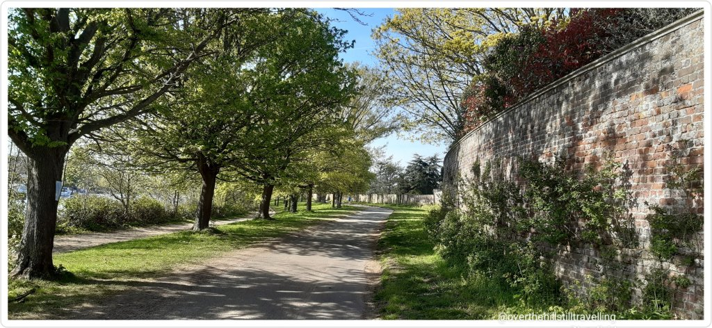 walking the thames path, hampton court palace